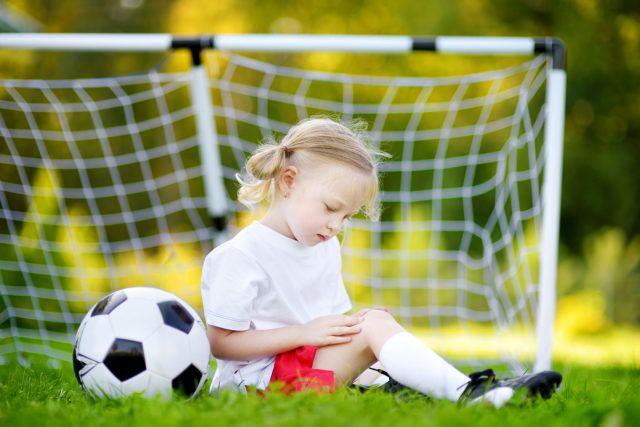 Enfant et sport: les bons réflexes en cas de blessure