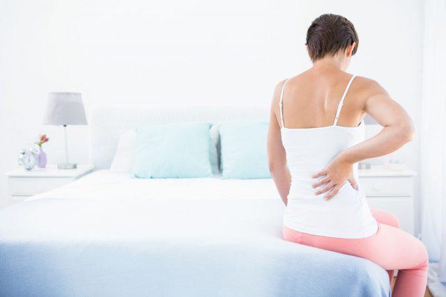 Maux de dos au réveil: les conseils d'une physiothérapeute