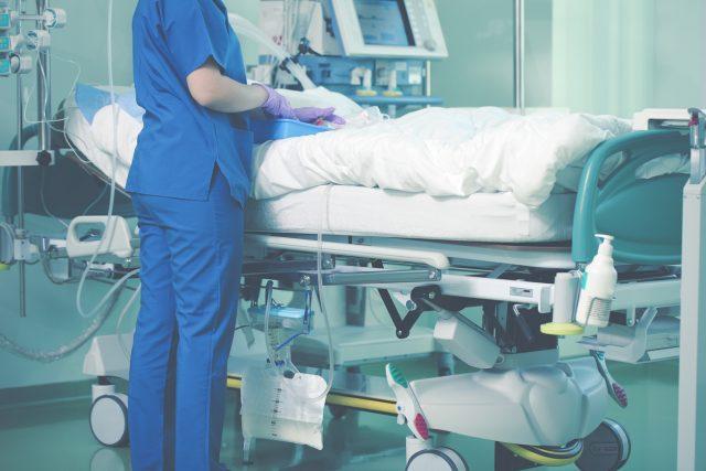 Professionnel de la physiothérapie aux soins intensifs