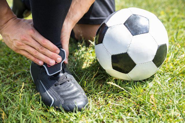 Soccer et entorse à la cheville: traiter et prévenir cette blessure
