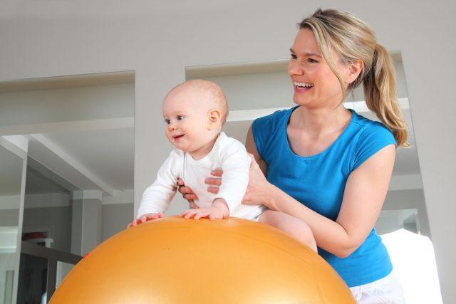 Syndrome de la tête plate: comment la physiothérapie peut-elle aider mon bébé?