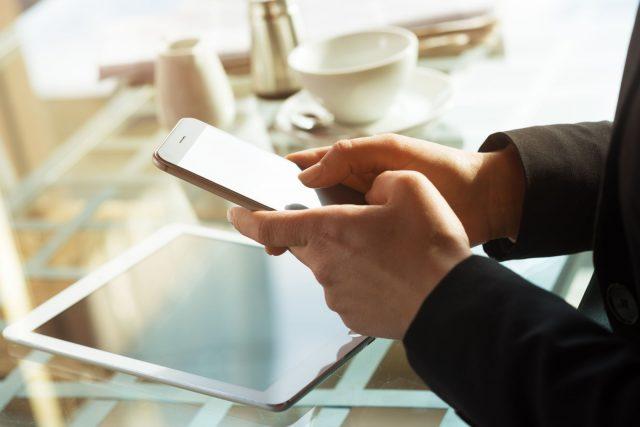 Tablette et téléphone intelligent: comment les utiliser sans s'user