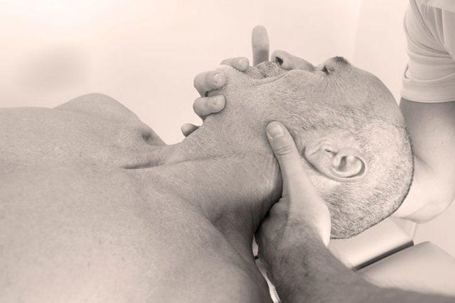Manipulations vertébrales cervicales et dorsales supérieures: journée de révision