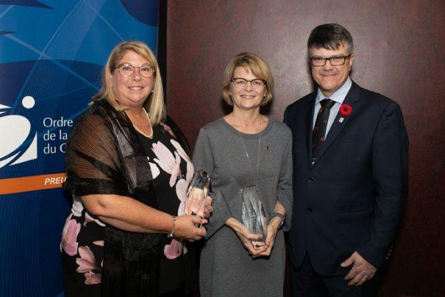 Célyn Marchand et Rachel Brosseau reçoivent le prix Excellence 2019 - physiothérapeute
